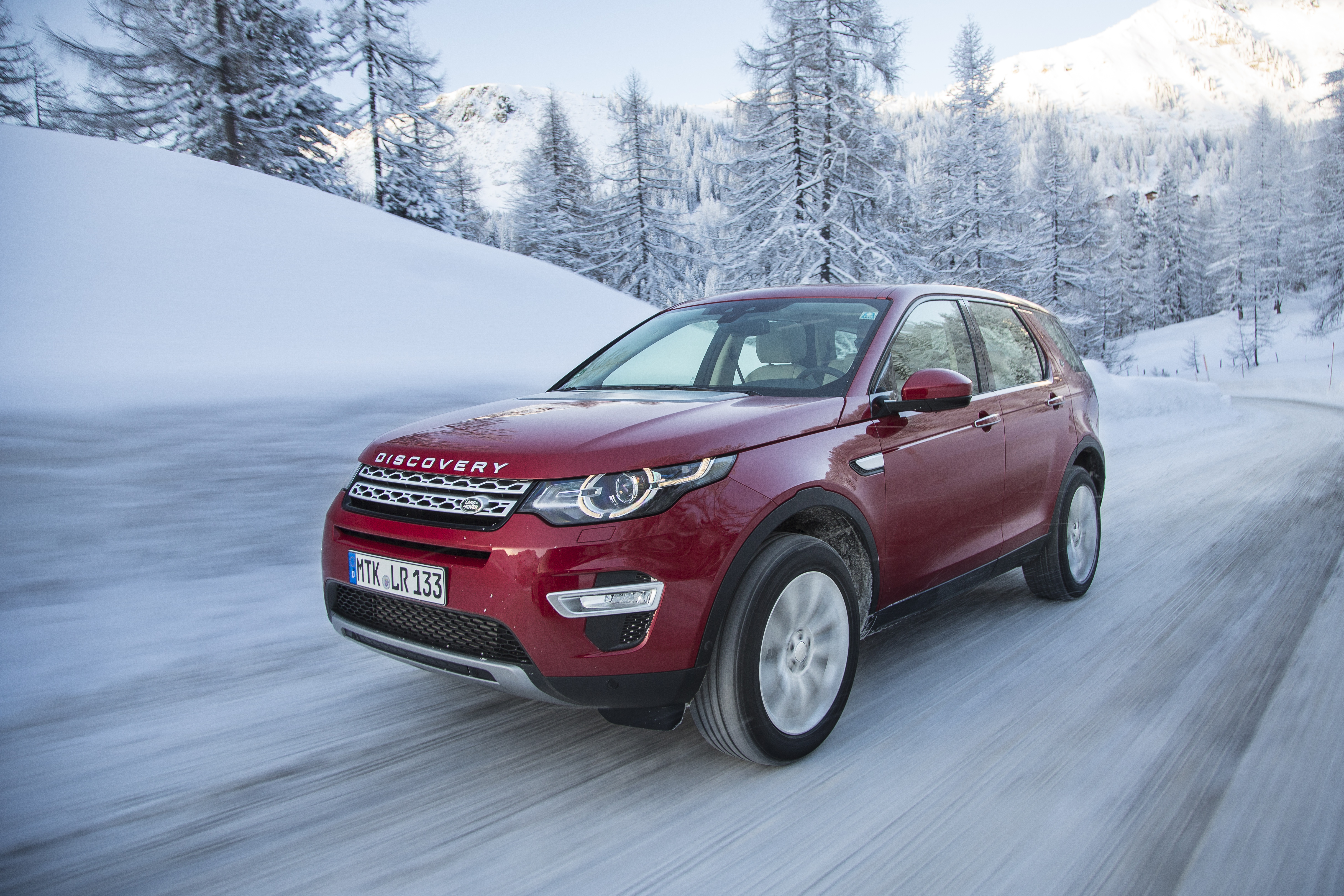 LR_Discovery_Sport_HSELuxery_FirenzeRed_01_15_0152