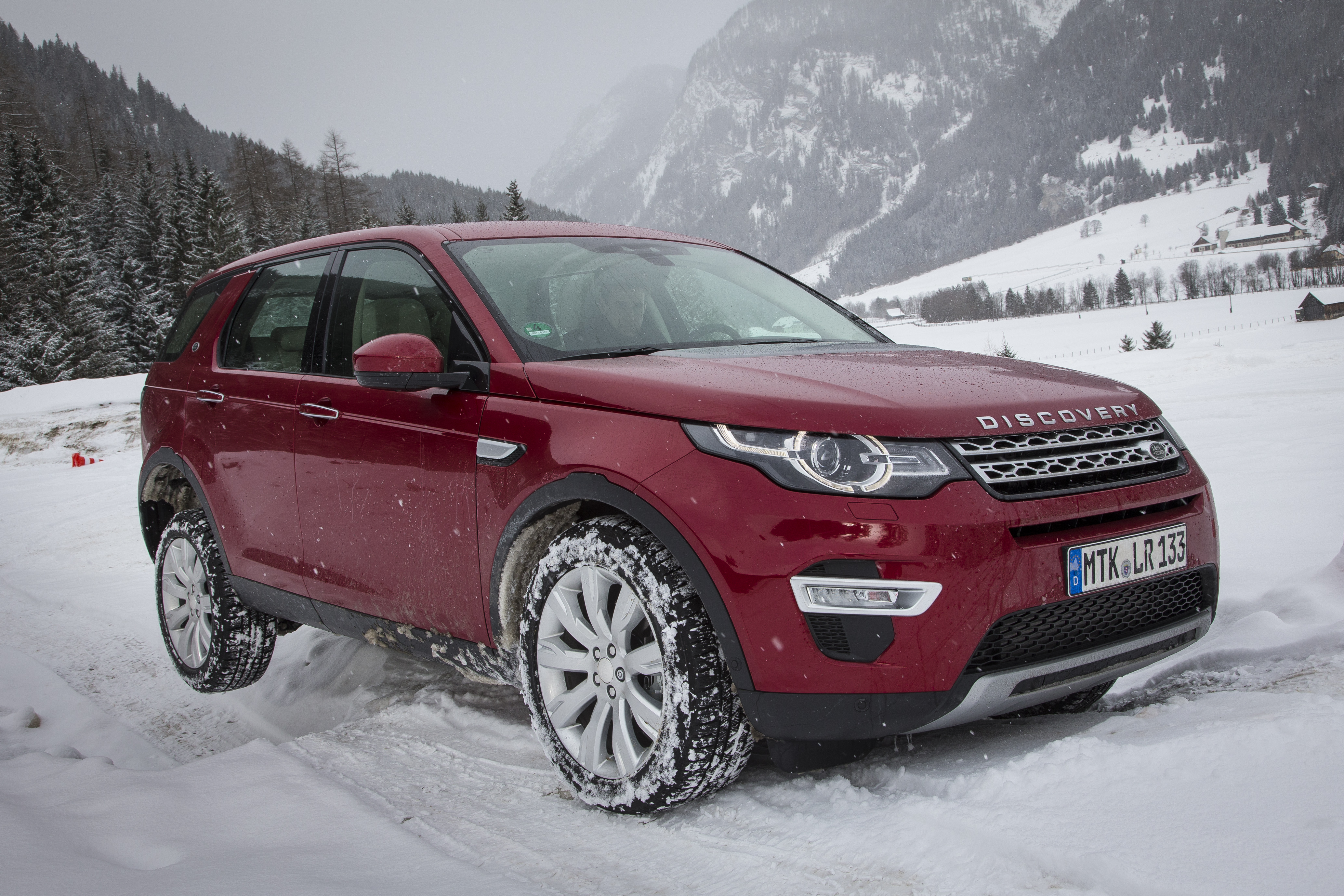 LR_Discovery_Sport_HSELuxery_FirenzeRed_01_15_0224