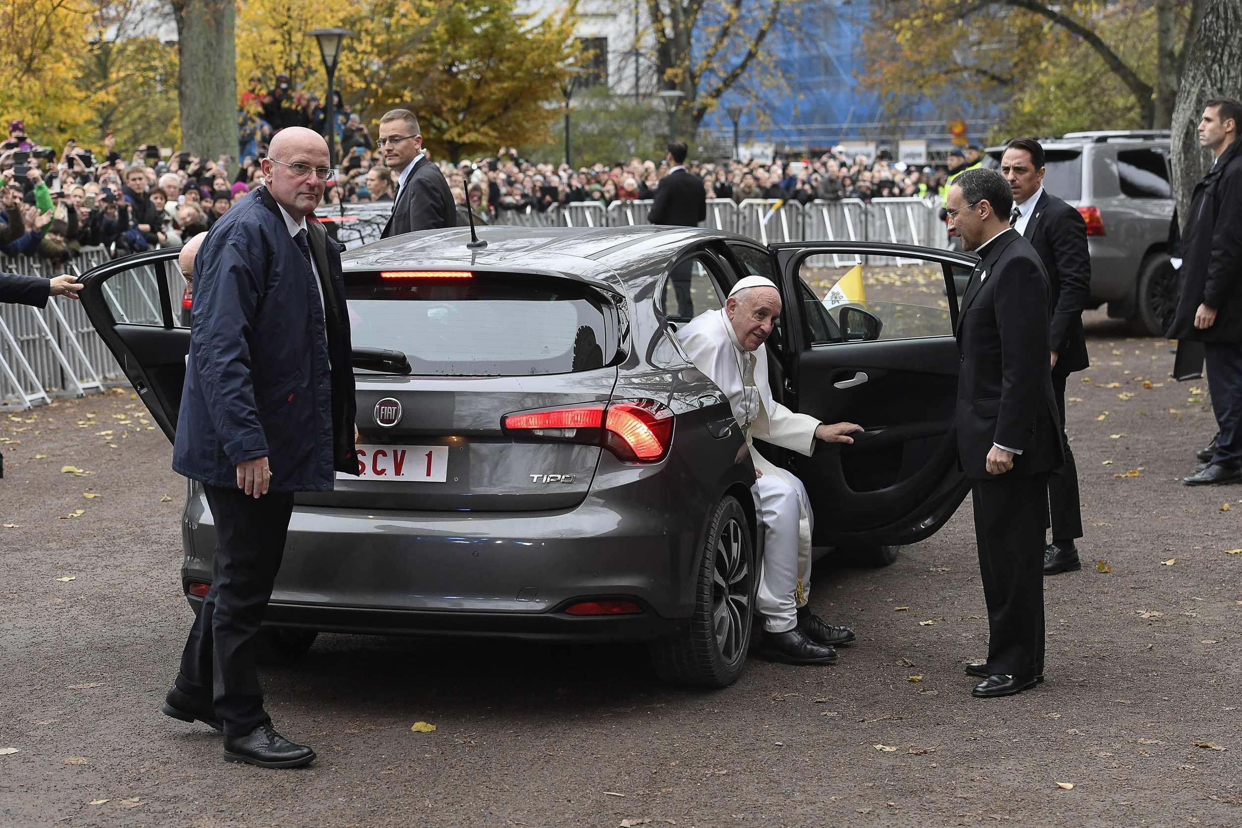 Papst Franziskus Mag S Bescheiden Und Fährt Im Fiat Tipo Zur