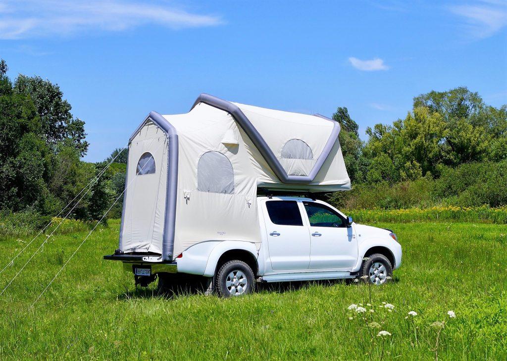 der pick up mit aufblasbaren zelt die testfahrer auto. Black Bedroom Furniture Sets. Home Design Ideas