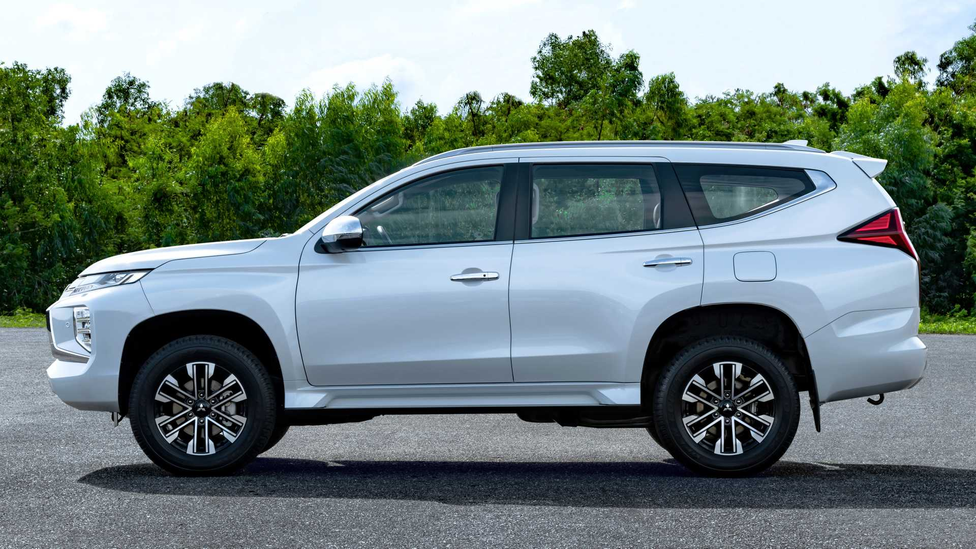 2020 Mitsubishi Pajero Specs and Review